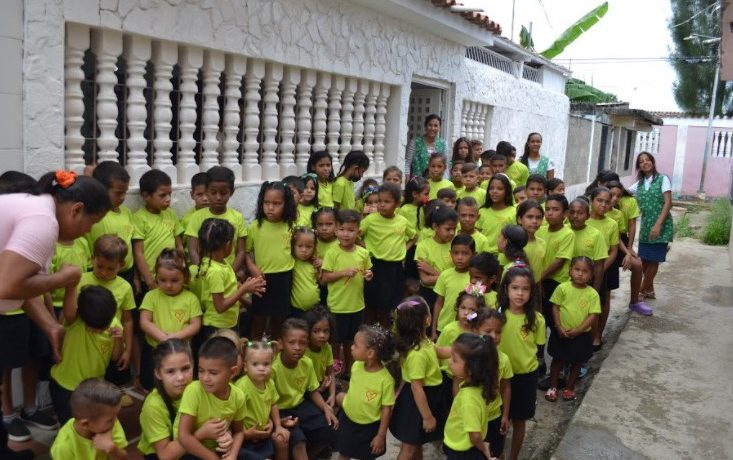Casa Blanca kinderen in uniform